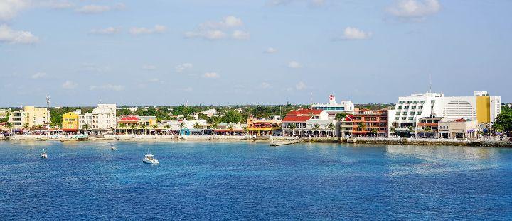 Blick auf die Küstenlinie von Cozumel in Mexiko