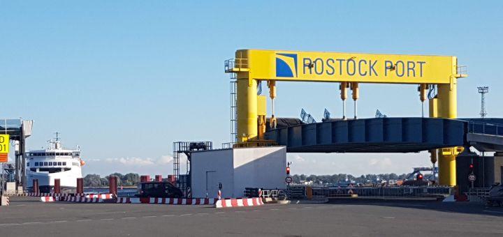 Fähranleger von Rostock Port im Rostocker Hafen