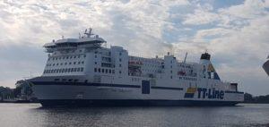 Die TT-Line Fähre Nils Holgersson verlässt den Rostocker Hafen Richtung Trelleborg